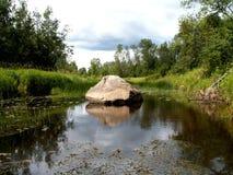 Stein im Fluss Stockfoto