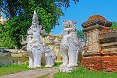 Stein-Lion At Maha Aungmye Bonzan-Kloster, Innwa, Myanmar Stockbilder