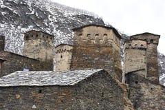 Stein ragt Ushguli, svaneti, Georgia hoch Stockbilder