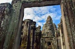 Stein stellt Schloss an Bayon-Tempel, Angkor Thom, Siem Reap, Camb gegenüber Stockfoto