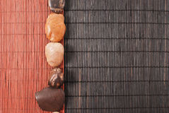 Stein- und Bambushintergrund Lizenzfreies Stockbild