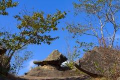 Stein- und blauer Himmel Stockfotos