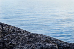 Stein und Meer Lizenzfreie Stockfotos