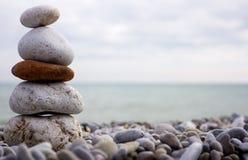 Stein und Strand des Meeres Stockfotografie