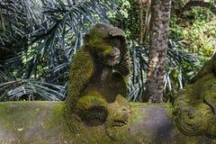 Steinaffestatue im Ubud-Affe-Wald, Bali-Insel Lizenzfreie Stockfotos