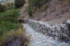 Steinbahn in einem Wald Stockfoto