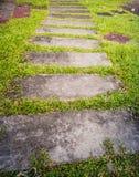 Steinbahn im Garten Stockbild