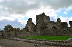 Steinbahnen und Ruinen von Hore-Abtei Lizenzfreie Stockfotos