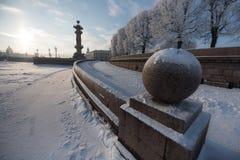 Steinball auf Neva River Lizenzfreies Stockfoto