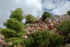 Steinberge und blauer Himmel mit Wolken Lizenzfreie Stockfotos