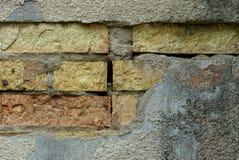 Steinbeschaffenheit des Betons und der Ziegelsteine auf der alten Wand Lizenzfreies Stockbild