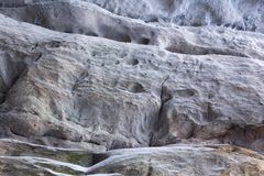 Steinbeschaffenheit im Schnee und im Eis Gebirgswand Schaukeln Sie Beschaffenheit Lizenzfreie Stockfotografie