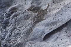 Steinbeschaffenheit im Schnee und im Eis Gebirgswand Schaukeln Sie Beschaffenheit Stockfoto