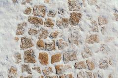 Steinblöcke umfasst mit Schnee Lizenzfreies Stockfoto