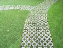 Steinblockwegweg im Garten Lizenzfreies Stockbild