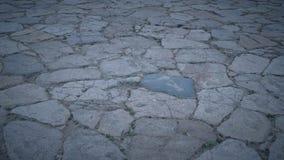 Steinboden mit einigem Staub und kleinen Steinen Stockfotografie