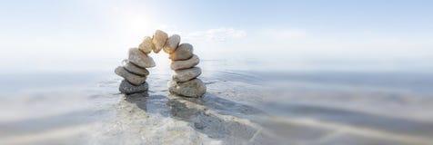 Steinbogen im Wasser lizenzfreie stockbilder