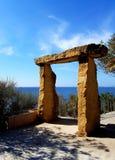 Steinbogen und panoramische Seeansicht Stockfotos