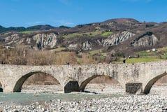 Steinbrücke in Bobbio Lizenzfreie Stockfotografie