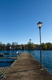 Steinbrücke durch die Docks Lizenzfreies Stockbild