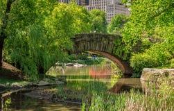 Steinbrücke im Central Park Stockfotografie