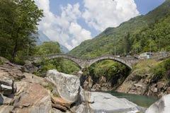Steinbrücke in Lavertezzo, Verzasca-Tal Stockfotografie