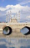 Steinbrücke mit Sabanci Moschee, Adana. Lizenzfreies Stockbild