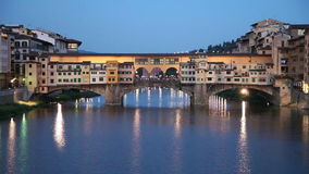 Steinbrücke Ponte Vecchio in Florenz, Italien stock footage
