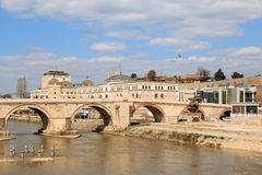 Steinbrücke in Skopje, Mazedonien lizenzfreie stockfotos