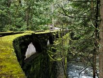 Steinbrücke an Whatcom-Fällen stockfoto
