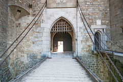 Steinbrücke in mittelalterlichem Kreuzenstein-Schloss in Leobendorf-Dorf Stockbilder
