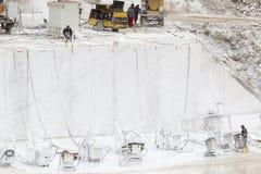 Steinbruch des weißen Marmors Stockfoto