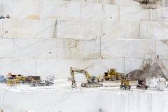 Steinbruch des weißen Marmors Stockbild