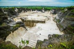 Steinbruch in Insel Goa Kapur Indonesiens Madura Lizenzfreies Stockfoto