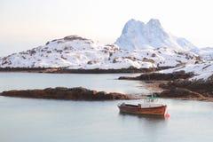 Steine渔船在Lofoten 库存照片