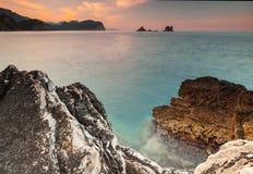 Steine auf adriatischer Seeküste, Montenegro Stockfoto