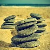 Steine auf dem Strand, mit einem Retro- Effekt stockfoto