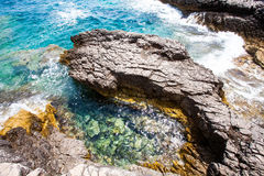 Steine auf dem Ufer des adriatischen Meeres Stockfotografie