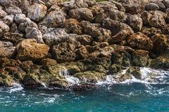 Steine auf der Küstenlinie Lizenzfreies Stockbild