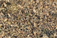 Steine auf der Unterseite des Nebenflusses lizenzfreie stockfotografie
