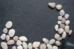 Steine auf einem schwarzen Hintergrund Lizenzfreies Stockbild