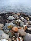 Steine auf einem Strand lizenzfreie stockbilder