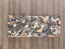 Steine auf Wand Stockfoto
