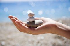 Steine in der Hand Lizenzfreie Stockfotografie