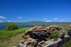 Steine der konservierten Wand im Kloster Sevanavank Stockfotografie