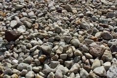 Steine des ruhigen Sees Lizenzfreie Stockfotografie