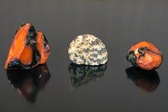 Steine eines Rotes und ein Oberteil Stockbild