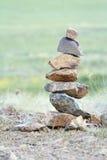 Steine gezeichnet wie eine Pyramide lizenzfreie stockfotos