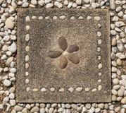 Steine im Beton Stockfoto