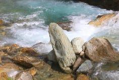 Steine im Fluss Stockfotografie